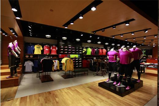 "Outlet Galeri Nike Hadir Di Palembang "" OPI MALL- JAKABARING ... 4e1416cb15bd"